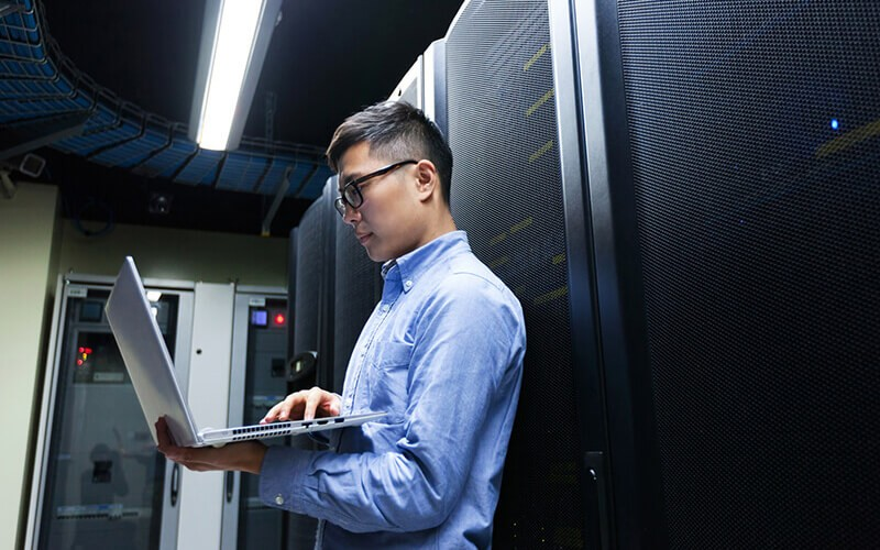 IT engineer inspecting workload performance of data center